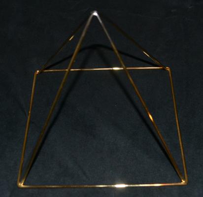 Krystaline Pyramid 7 Inch.